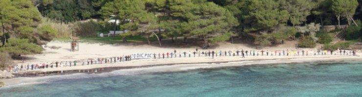 Les Abraçades a la Mar reivindicaven el Pla Insular de la Costa (PIC)
