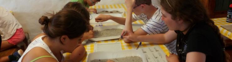Analitzant els plàstics de l'arena