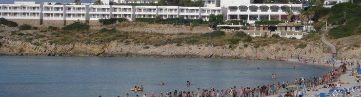 Abraçada a Menorca a la platja de Son Saura