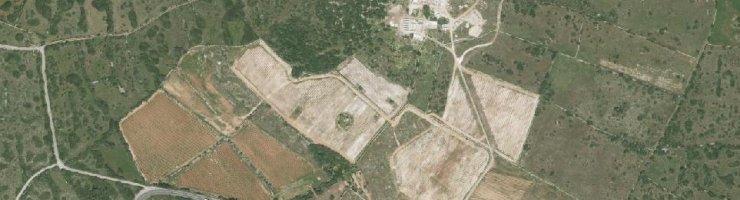 Imatge aèria de Torralbenc, amb la depuradora de Cala en Porter just davant.