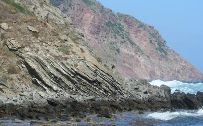 Lloselles i pedra de cot a la tramuntana de Menorca
