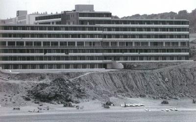 Hotel a l'Arenal d'en Castell. Foto: Josep M. Vidal. La imatge de Menorca. Consell Insular