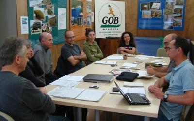 Una de les reunions amb representants de les tres illes