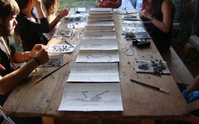 Fent un taller d'egagròpiles de les òlibes de Líthica