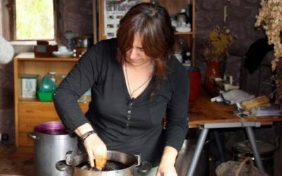L'artesana Lina Ratia al seu taller