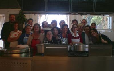 El grup de cuineres i organitzadores amb Joan M.Ribas