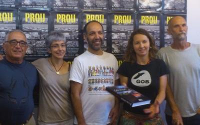 Conxa Juanola i Mika Noguera amb la resta de presidents insulars del GOB