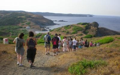Voluntaris ajudant en la organització d'excursions públiques